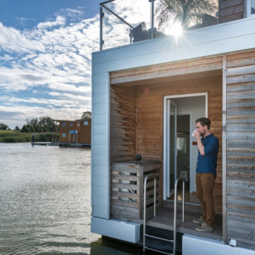 Houseboats in Amsterdam – Life on the Water. Fashionable or Convenient